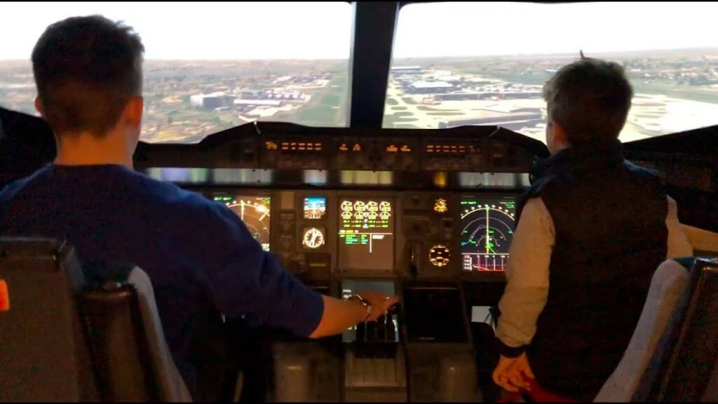 Emirates A380 London Flight Simulator Heathrow Landing!